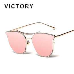 Gros-2016 New Cat Eye lunettes de soleil Vintage Tendance Femmes Hommes  Métal Corée Marque Designer Mode UV400 Dame Lunettes De Soleil FeMale  Transparent 31754b91544c