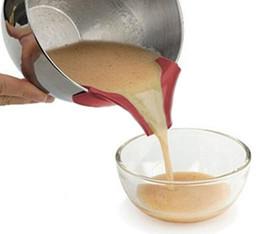 Wholesale Pan Pancake - Wholesale- New Silicone Pourer Spout Slip on Mess Free Bowls Pots Cooking Pan Pouring Cake Pancake Batter Sauces Dressings Easy Clip on Jar
