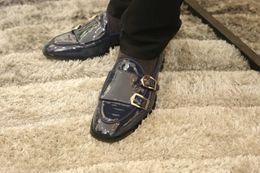 2019 zapatillas de deporte de hebilla de alta moda para hombre 2017 de alta calidad de estilo simple zapatos de vestir para hombre zapatos de cuero mocasines partido / boda zapatos de moda hebilla zapatillas slip on oxfords zapatos zapatillas de deporte de hebilla de alta moda para hombre baratos