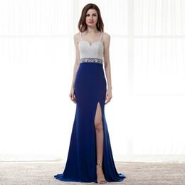 Vestido de fenda de contas brancas on-line-Querida azul royal vestidos de noite Branco Spaghetti Straps Pérolas De Cristal Frisada formal vestidos de noite Sem Encosto Slit Spandex Prom Vestidos