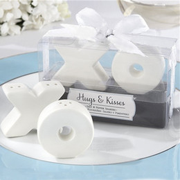 Wholesale Hugs Kisses Salt Shaker - FREE SHIPPING 100PCS=50sets Hugs and Kisses Ceramic Salt and Pepper Shaker Wedding Favors Party Events Giveaways Party Table Setting Ideas