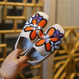 Wholesale Rubber Sole Shoes For Baby - AAdct 2017 Autumn fashion kids shoes for girls Embroidery soft sole princess toddler baby girls shoes Flower Brand