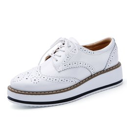 Wholesale Lace Up Oxford Platform Creepers - Women Platform Oxfords Brogue Flats Shoes Patent Leather Lace Up Pointed Toe Luxury Brand Beige Red Black Pink Creepers B17021505
