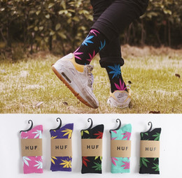 Wholesale Skating Socks - 32 choice maple leaf adult cotton socks woman man skateboard skating hiphop sock 100pcs to ship by DHL