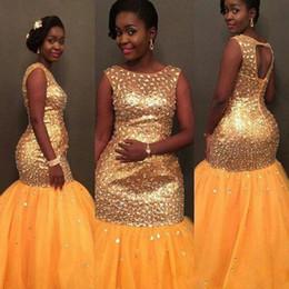 Abiti arancione chiaro online-Principessa Perline Homecoming Prom Dresses Crystals Aso Ebi Abiti da sera a sirena Collo a punta Open Back Abito da cocktail party formale arancione chiaro