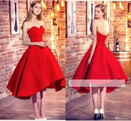 2017 robe formelle bas retour rouge Little Red High Low Robes de cocktail 2017 Red Sweetheart Satin A Line Short Robes de bal Corset Back Dress Formal Party Wear Robes barrées robe formelle bas retour rouge pas cher