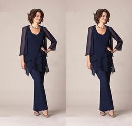 Traje de pantalón de madre azul marino oscuro online-Azul marino oscuro Gasa Tres piezas Trajes de pantalón de madre de la novia Chaquetas Pantalones 3/4 Manga larga Vestido formal de novio