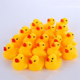tipos de brinquedos para bebês 12 meses Desconto Banho de pato de brinquedo do bebê mini borracha amarela sons patos crianças banho pequeno pato brinquedo crianças swiming learing toys dht67