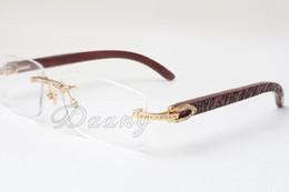 Wholesale Neue rahmenlose quadratische Diamantrahmen T8100905 weiße Linsen handgeschnitzte natürliche Holzschnitzereien Spiegelbeine Augenrahmen Brillenetui Größe