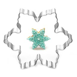 Wholesale Snowflakes Cake Mold - Wholesale- Stainless Steel Star Snowflake Biscuit Cutter Cookie Fondant Cake Icing Mold Diy Baking Tool 7.8*7.8*2cm