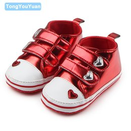 Wholesale Love Beautiful Baby - Wholesale- Beautiful Love Shape Pattern Shiny Leather Hook & Loop Soft Sole Design Baby Canvas Shoes For Boys And Girls 0-15 Months