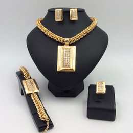 Wholesale Dubai Jewelry Necklace - Dubai, Leah said the bride wedding gift ring necklace earrings bracelets jewelry set beautiful clothing collocation, support wholesale
