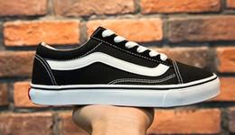 sapatos de lona casais Desconto 2017 homens e mulheres de moda Sapatas de Lona Sapatos Casuais estudante Casal fundo plano sapatos preto