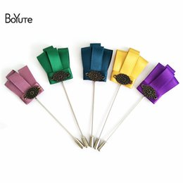 Wholesale Fabric Crowns - BoYuTe 10Pcs High Quality Fabric Crown Brooch Wholesale 17 Colors Handmade Men Wedding Lapel Pin for Suit Jewelry