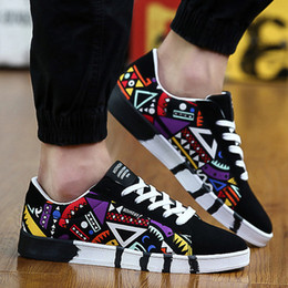 Wholesale Korean Winter Shoes - 2016 new winter man casual shoes Good quality A wholesale Non-slip Walking shoes trend of Korean canvas lace graffiti flat round shoes