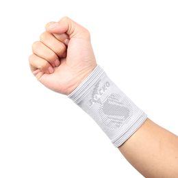 Wholesale Armguard Basketball - Wholesale- Fitness basketball table tennis badminton padded arm armguard cubits bracers t100