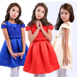 Wholesale Coral Dresses Wholesale - Off the Shoulder Cute Flower Girl Dresses for Wedding 2016 Vintage Lace with Coral Bow Belt Princess Lace-Up Kids Communion Dresses