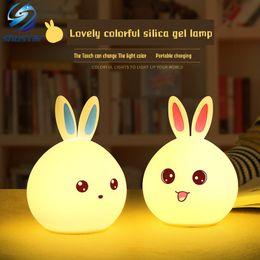 Sensori per animali domestici online-Simpatico coniglietto USB Luce notturna a LED Controllo del sensore di luce Grazia emotiva La simpatica lampada in silicone Shustar con telecomando per animali domestici