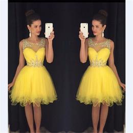 Gelbes juwel tüll kleid online-Kostenloser Versand Jewel Neck Heimkehr Kleider Schöne Perlen Knielangen Tulle Gelb 8. Grad Abschlussfeier Kleider Vestido De Fiesta