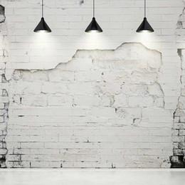 hintergrund fotowand fotografie Rabatt Broken White Brick Wall Fotografie Backdrops mit schwarzen Kronleuchtern Vintage Interieur Hintergründe für Studio Hochzeit Photo Booth Hintergrund