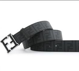 Venta caliente Mejor vendedor Diseño clásico F Hebilla Cinturones de alta calidad para hombres mujeres Cinturón de cuero genuino negro Oro Plata Hebilla para regalo 8298 desde fabricantes