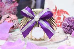 2019 envoltura de dulces de boda gratis Nueva caja colorida del caramelo de la boda de la concha con la cinta de seda envuelve favores de la boda cajas 100pcs liberan el envío rebajas envoltura de dulces de boda gratis