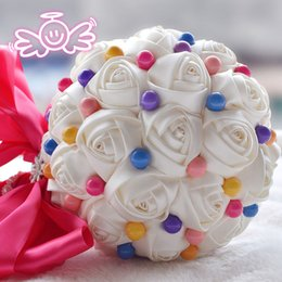 Doce, flores, buquet on-line-Doce Cor Bouquets De Casamento Artificial Venda Quente Grande Bouquet De Noiva Flores De Marfim Rosas Flores Do Casamento Com Pérolas Coloridas Pequeno