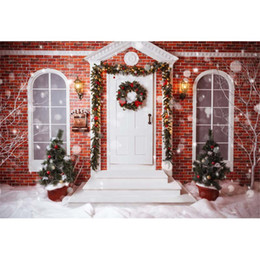 Wholesale Brick Wall Photography Backdrop - Brick Wall House Merry Christmas Tree Photography Backdrops White Door Garland Winter Snow Bokeh Polka Dots Photo Studio Background Outdoor