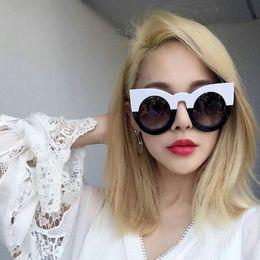 de8ec99f60d9a 2019 grandes óculos pretos 2017 moda sexy rodada olho de gato óculos de sol  gradiente branco