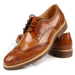 2017 Top Lackleder spitzte Oxfords Männer klassische Business Schuhe Herren  Kleid Schuhe echtes Leder Büro Schuhe Hochzeit Party Schuh e8df8d42af