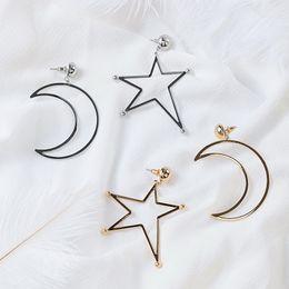 Moda coreana asimétrica Big Hollow Star Moon pendientes del encanto para mujer Simple Metal Cuelga joyería perforada del oído Brincos Girl's Gift desde fabricantes