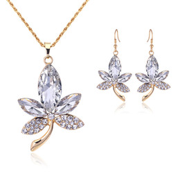 Wholesale Jewlery Sets Indian - Crystal Canada Maple Leaf Pendant Necklace Earrings Jewelry Set Gold Chain Necklace for Women Fashion Jewlery 162060