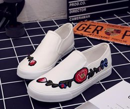 Wholesale Mens Canvas Loafers - New Arrival Fashion Mens Breathable High Quality Casual Shoes Canvas Embroidered roses Casual Shoes Male Fashion Flats Loafer