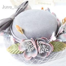 Chapéu de noiva cinza bonito do vintage com flores de arco Cara de jardim Véu Acessório de cabelo de casamento Mãe de noiva Ocasião especial Festa de férias cinza chapéus de
