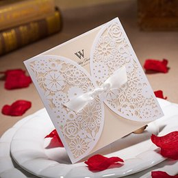 Wholesale Butterfly Shape Wedding Invitations New Laser Cut Hollow Lace Wedding Invitations with Romantic Envelop Wed Cards for Wed Supplies