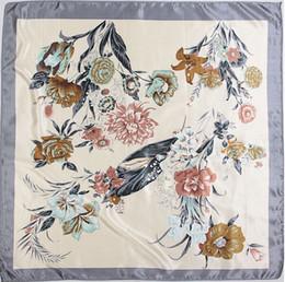 Оптовая продажа-90 см*90 см женщин моделирования шелк цветочный принт шарф полотенце большой площади шарфы cheap square floral scarves wholesale от Поставщики квадратные цветочные шарфы оптом
