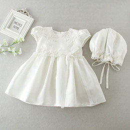 Wholesale Baptism Gowns Wholesale - 2017 Newborn Baby Girls Brithday Dress Christening Gown Dress White Princess Embroidery Dresses Hats for Newborn Baptism 9666