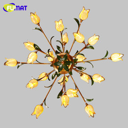 Lustre de vidro amarelo on-line-FUMAT Lustres de Flores de Vidro Americano Artístico Sombra De Vidro Amarelo Sombra Luzes Sala de estar Europeu Art Deco Lustres