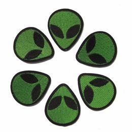 e3b7f76a31f03 10pcs parches Alien UFO punk insignias para la ropa parche de hierro  bordado apliques de hierro en parches accesorios de costura para la ropa de  bricolaje