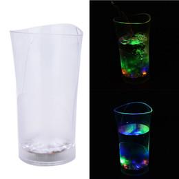 acryl vase großhandel Rabatt Großhandelsbeleuchtung oben mit Wasser-Schalen LED-Becher-Weinglas-Wasser-Induktions-geführten Blitz-Schalen-Vasen-Acrylwein-geführten Schale für Partei 1pcs