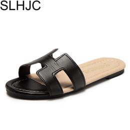 SLHJC venta verano talón plano zapatillas de dormitorio interior punta abierta sandalias planas de cuero al aire libre ocasionales diapositivas desde fabricantes