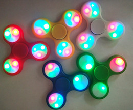 Argentina 10 unids LED Light Up Hand Spinners Fidget Spinner Top Quality Triangle Finger Spinning Top Colorido Descompresión Dedos Punta Tops Juguetes Suministro