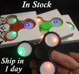 Новый треугольник светодиодный Ручной счетчик пластиковые светодиодные непоседа счетчик палец кончик пальца гироскоп Tri-Spinner Handspinner непоседа игрушки EDC декомпрессии игрушки от Поставщики дети йо-йо