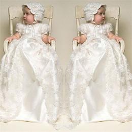Canada 2017 couleur d'ivoire et à la longueur des nouvelles robes de baptême de communion d'anniversaire avec des robes de baptême de bébé de chapeau Offre