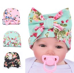 Wholesale Baby Autum - 2017 New Fashion Knit Baby hat Newborn Beanie Big bow 0-3months flowers print hat Maternity Boutique Accessories Winter warm European Autum