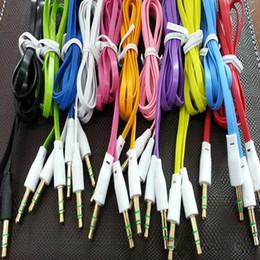 Nouille plate aux câbles en Ligne-3.5mm Audio Cable Cord Car Aux Cable Nouilles plates 1m 3FT Golden Male pour téléphones intelligents, téléphones mobiles, téléphones Android coloré dans le cordon metrl