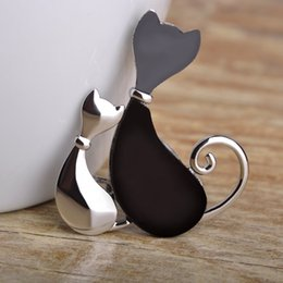 Wholesale Coupling Clips - Wholesale- Madrry Kawaii Couple Cat Brooches For Women Man Kids Silver Gold Color Scarf Hijab Lapel Pins Sweater Coat Clips Spille Joyas