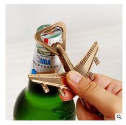 recuerdos avión Rebajas Favor de la boda abridor de botellas de cerveza de regalo para la moda de invitados Que la aventura comience aeroplano abridor de botellas de recuerdo de la fiesta Herramientas de la cocina