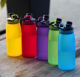 rettifica di plastica Sconti Bottiglia d'acqua portatile creativa di plastica all'aperto di vetro della capacità della tazza di macinazione 900ml