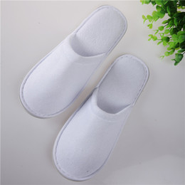 Wholesale Towel Slippers Wholesale - 50Pairs Disposable Hotel Towelling Slippers One-time Non Slip Slippers With EVA Sole Closed Toe White Free Shipping